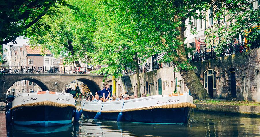 Boot met schipper in Utrecht